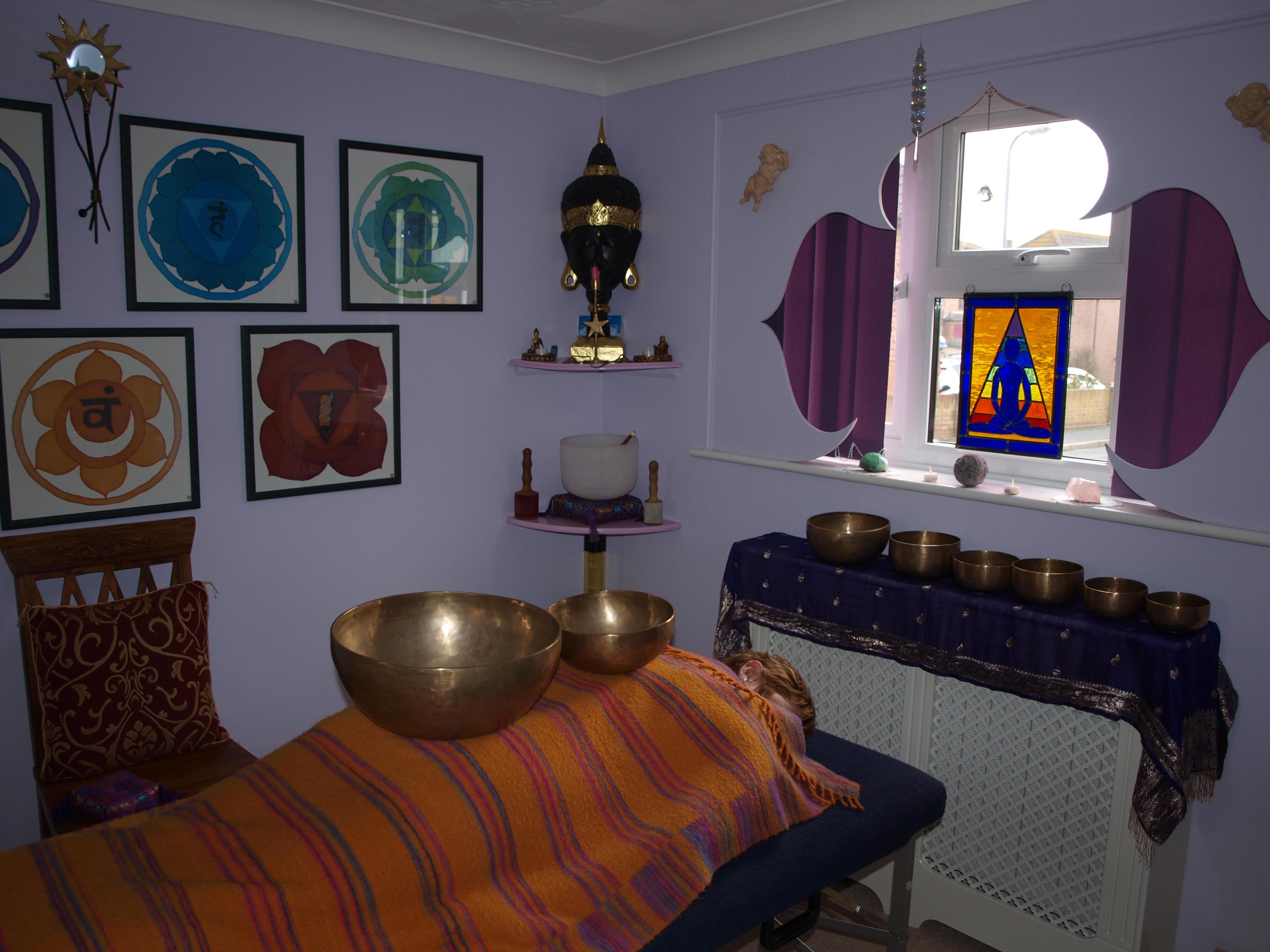 Reiki sound healing therapy sessions samtosha 4 u for Room decor 4u